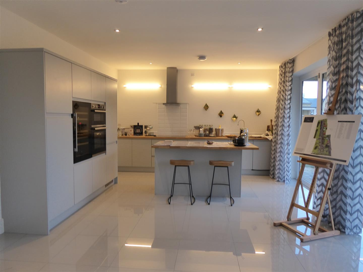 FITTED KITCHEN & DINING ROOM